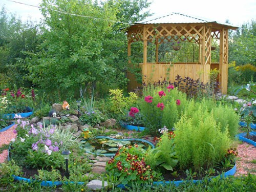 Украшенный сад